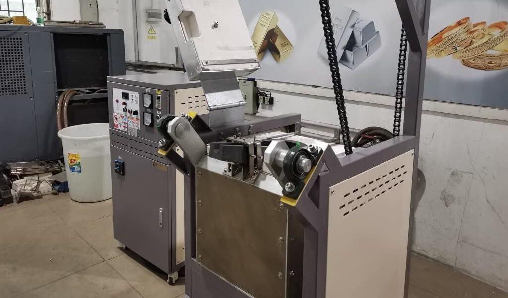Chain Motor Tilting Metal Melting Machine