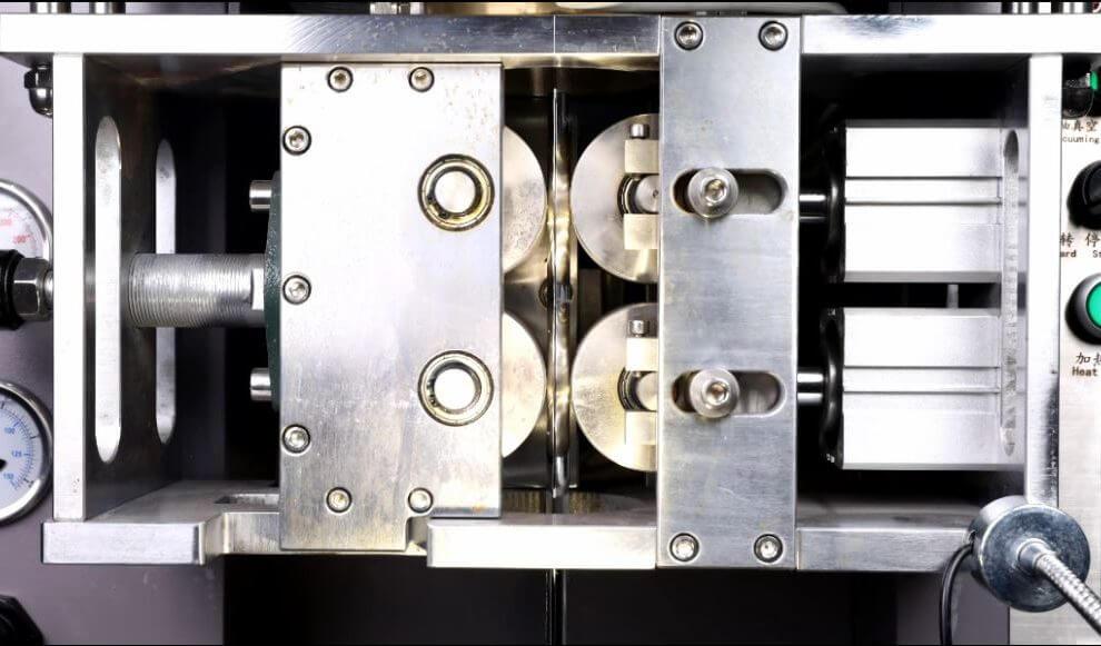 Continuous casting machine for precious metal