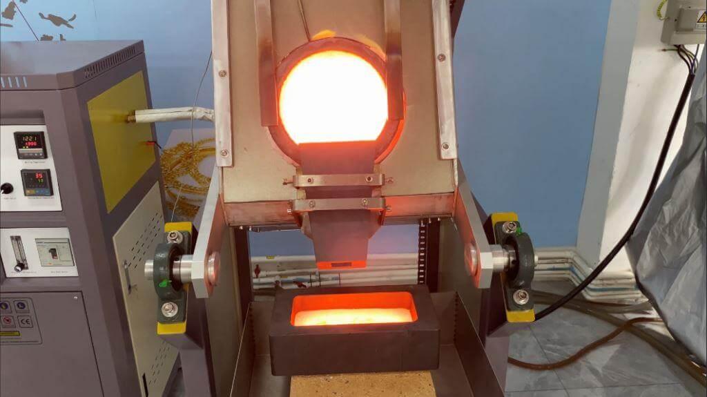 1kg-100kg chain tilting metal smelting furnace